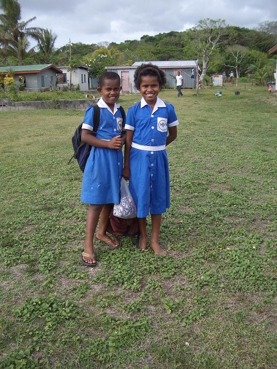 fiji_feejee_exp_village_girls.jpg