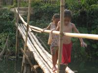 laos_vang_vieng_bridge_kids.jpg